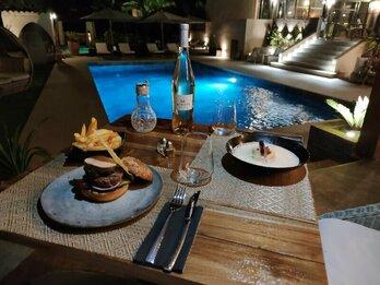 Burger terrasse piscine La Villa