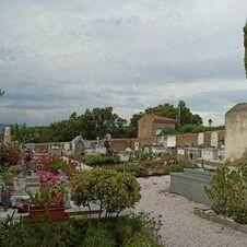 Vue générale du cimetière de Gassin - https://gassin.eu