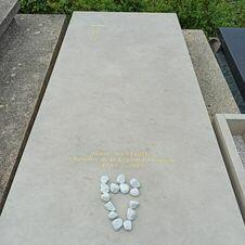 Tombe de Pierre Nanterme, enterré au cimetière de Gassin - https://gassin.eu
