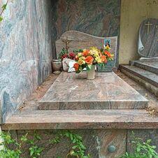 Tombe de Robert Dho, ancien maire de Gassin, enterré au cimetière de Gassin - https://gassin.eu
