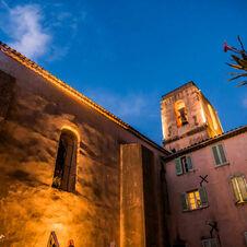 Eglise de Gassin la nuit - https://gassin.eu