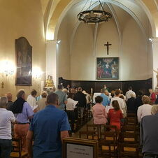 L'église de Gassin durant une messe - https://gassin