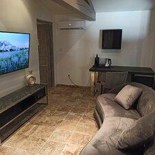 Salon suite TV grand écran