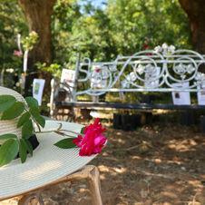 Chapeau et banc - Le Jardin de Gassin Office de tourisme de Gassin http://gassin.eu/