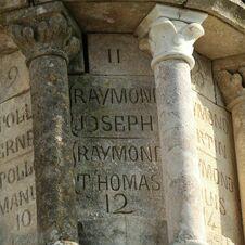 Raymond Joseph, Ramond Thomas 11-12 - L'énigmatique monument à Saint-Joseph de Gassin - https://gassin.eu